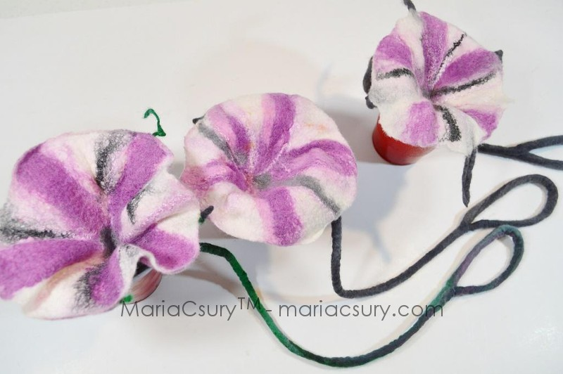 How to handle felted flower-necklace